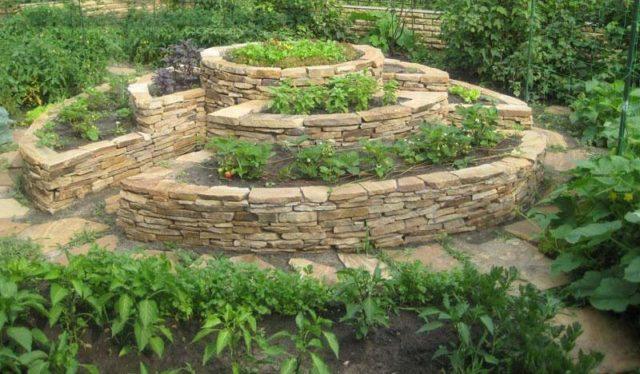 Как сделать грядки из камня: технология и лучшие идеи украшения огорода