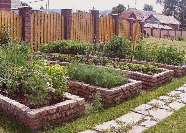 Грядки из кирпича своими руками: практичное украшение огорода