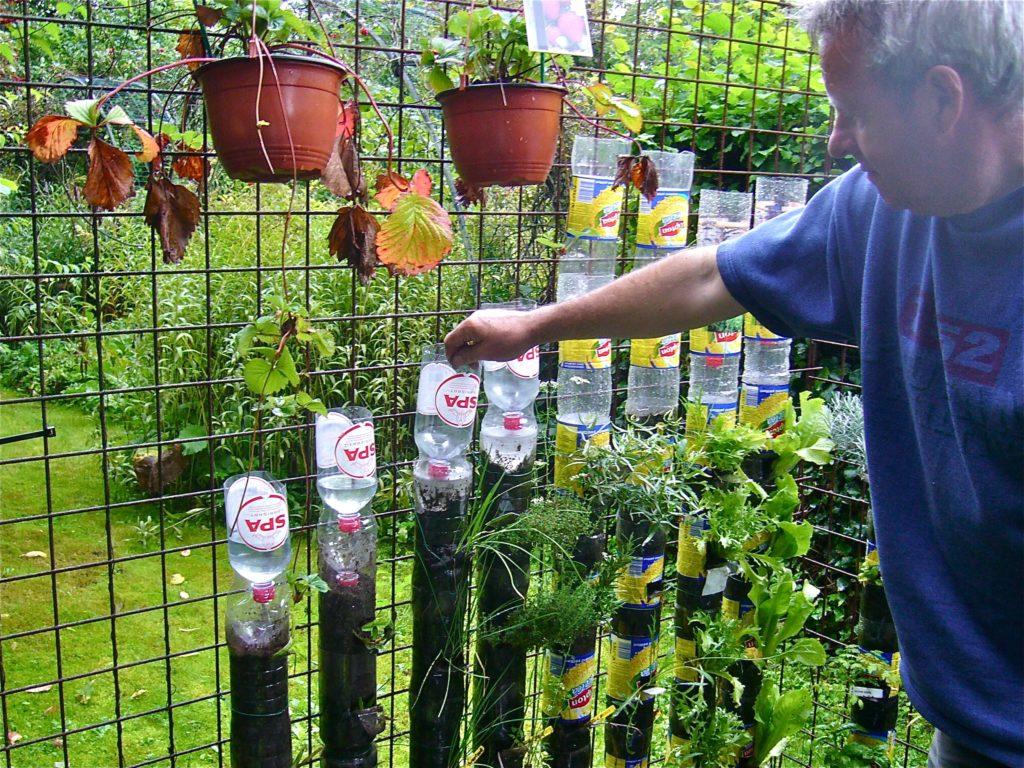 Теплые грядки из пластиковых бутылок