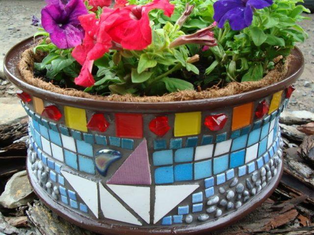 Надежный цветник из цемента своими руками: нюансы изготовления + красивые фото