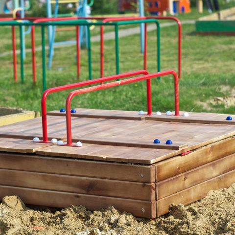 Детская песочница с крышкой для дачи: подробная инструкция + фото с чертежами