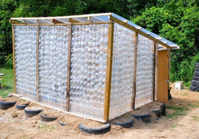 Парник из пластиковых бутылок своими руками: экономная находка для дачников
