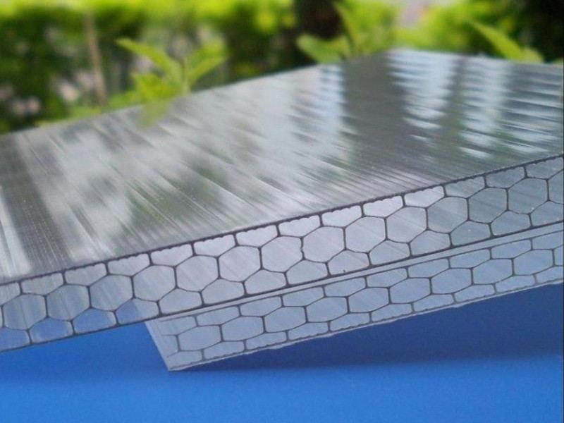 Какой поликарбонат лучше использовать для теплицы сотовый или монолитный