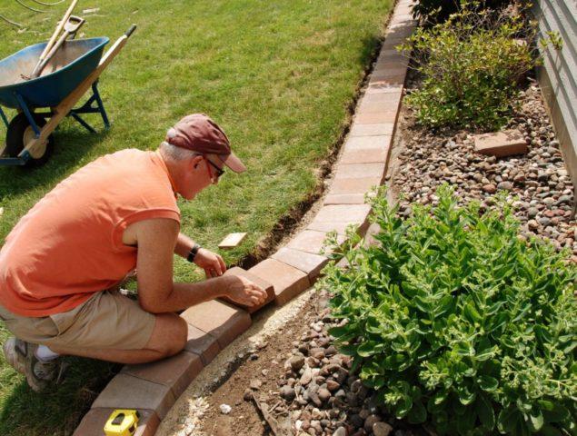 Как установить бордюрную ленту на грядках: красивое обрамление садовых грядок