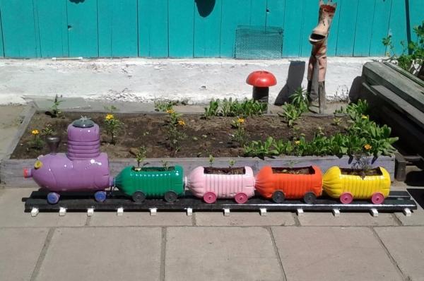 Веселый цветник-паровозик своими руками: креативные идеи + фото