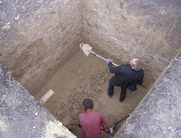Выгребная яма для туалета на даче своими руками: пошаговое руководство