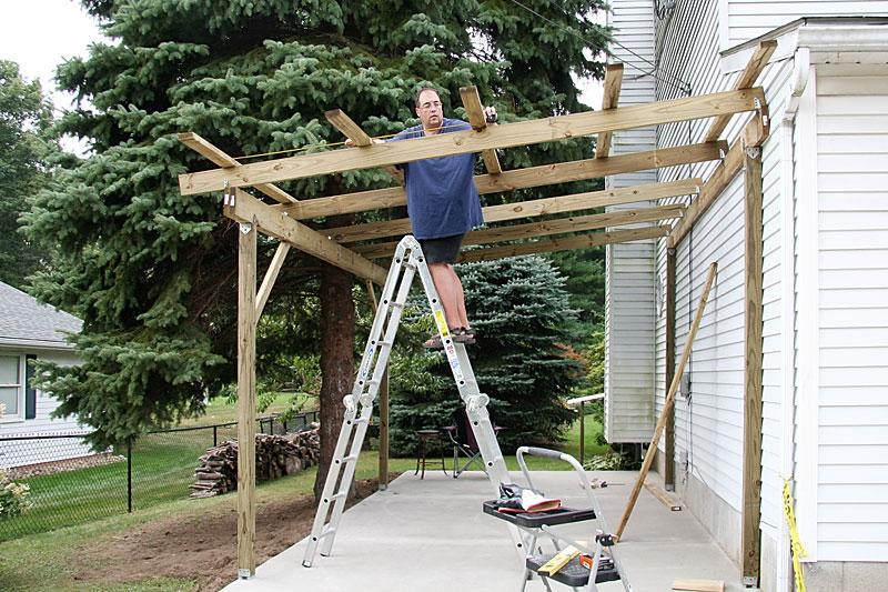 Как сделать навес над крыльцом загородного дома