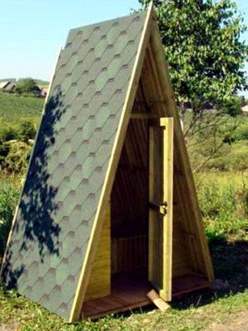 Деревянный туалет для дачи: как построить своими руками + фото на участке