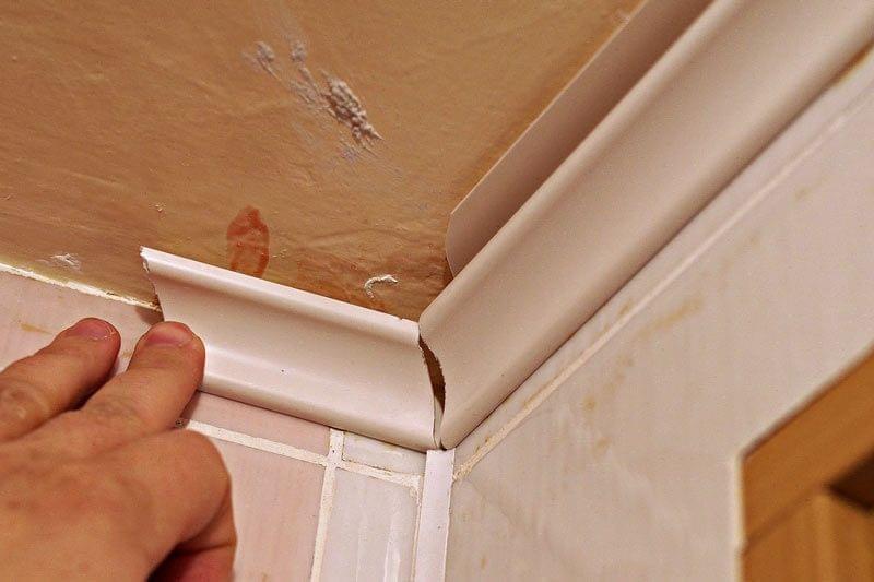 6 основных ошибок при установке потолочного плинтуса
