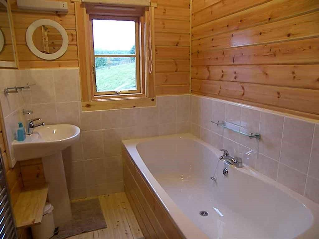 Как обустроить санузел в деревянном доме