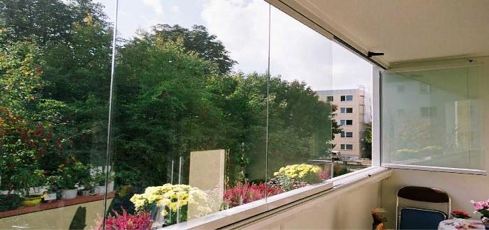 Безрамное остекление балконов: эксплуатационные характеристики, плюсы и минусы конструкции