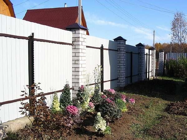 Можно ли ставить глухой забор на даче?