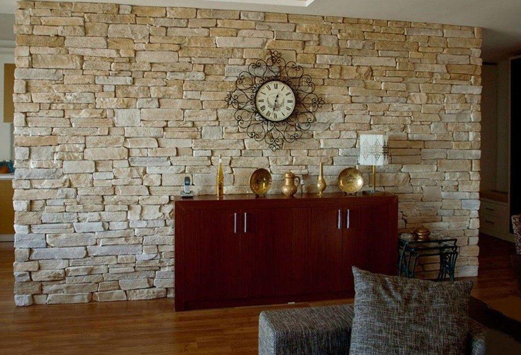 Декорирование стен своими руками при помощи тканей, камней, бабочек