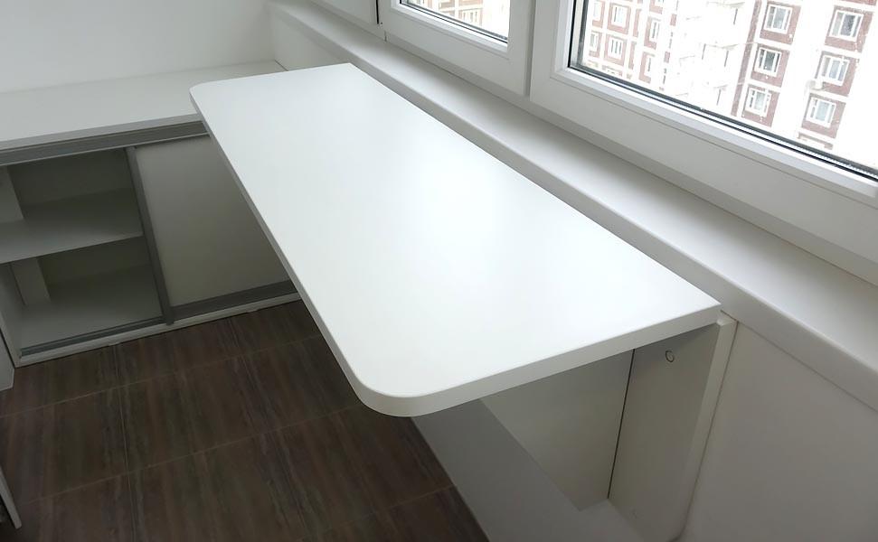 Особенности и преимущества откидного столика для балкона