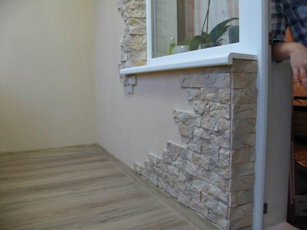 Натуральный или декоративный камень - что лучше использовать для отделки балкона