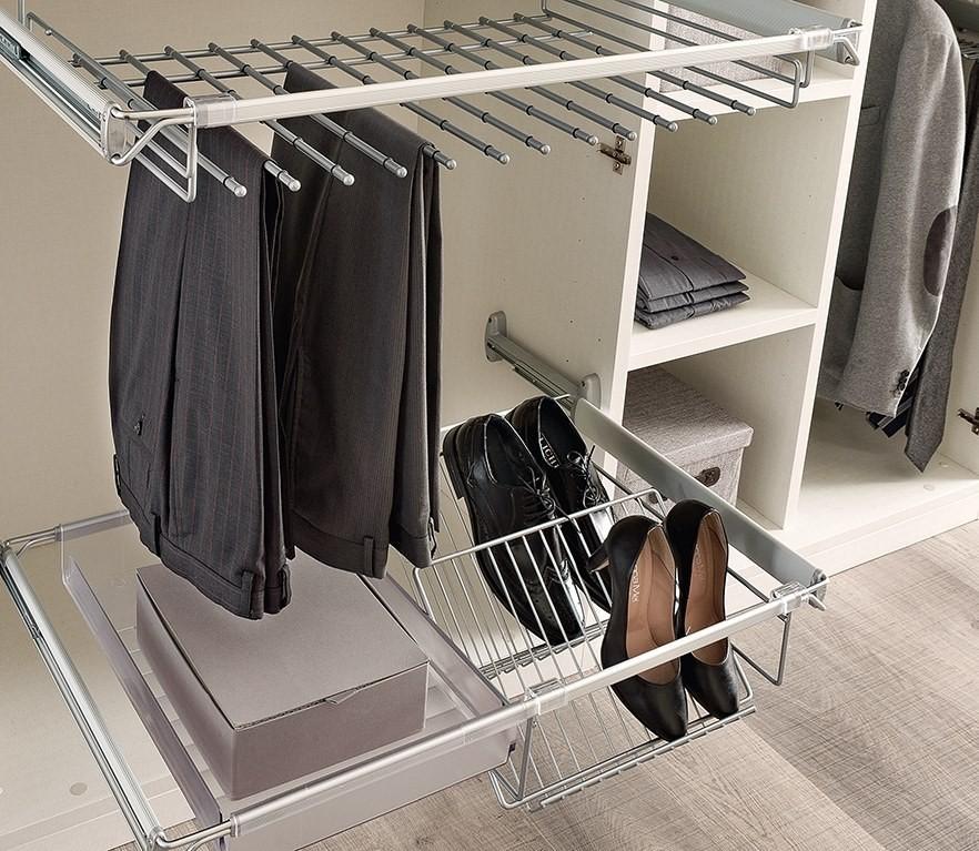 Особенности оформления угловой гардеробной