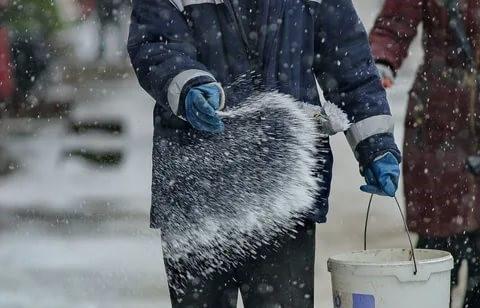 Уборка снега: доступные способы и инструменты