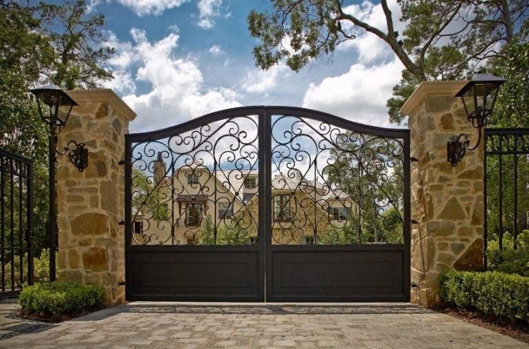 Ворота и калитки: изящные варианты оформления входа на участок