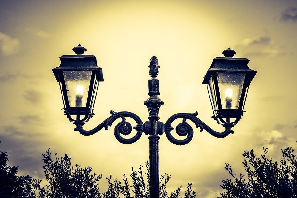 Разновидности уличных светильников и фонарей: как выбрать