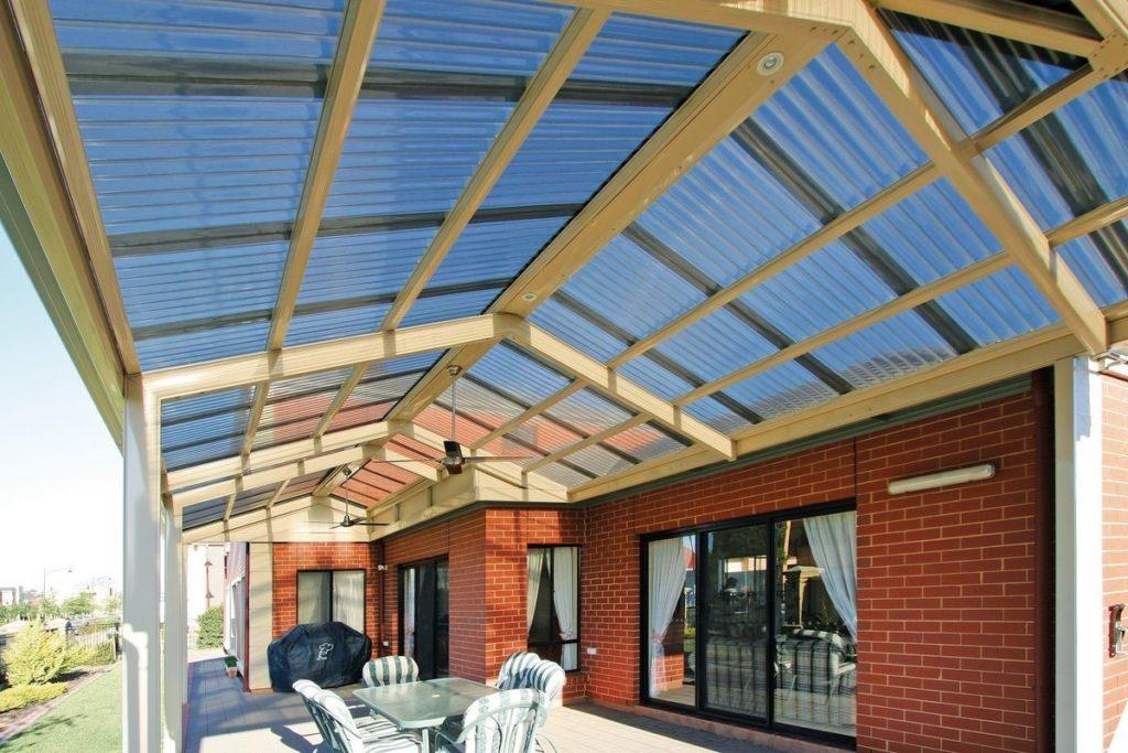 Поликарбонат как кровельное покрытие для крыши жилого дома