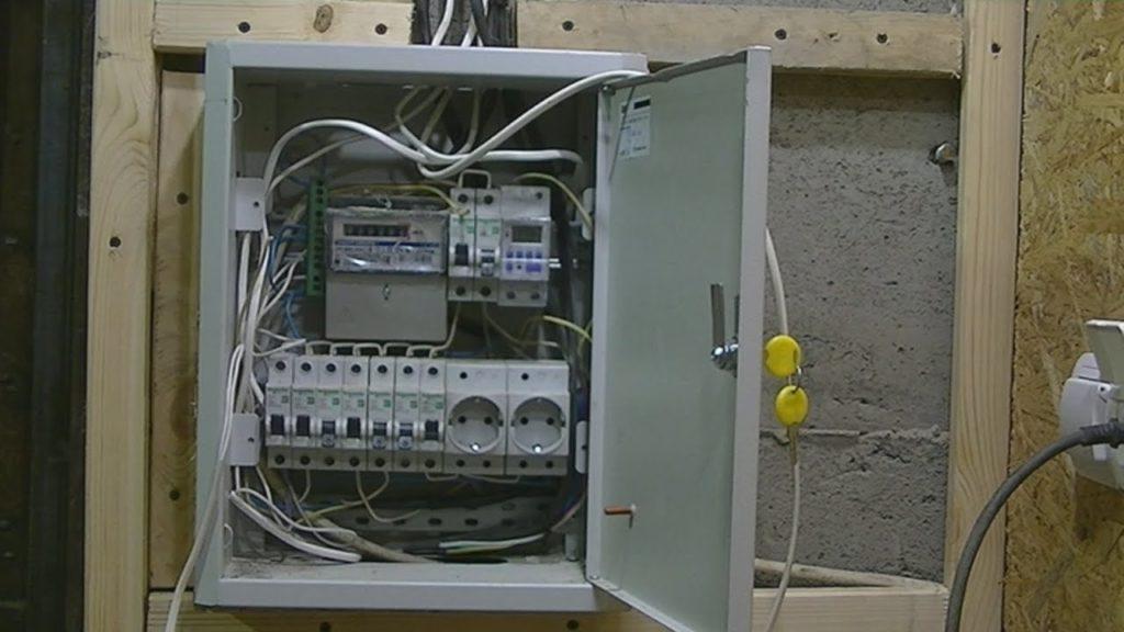 Как выбрать и установить электрощиток