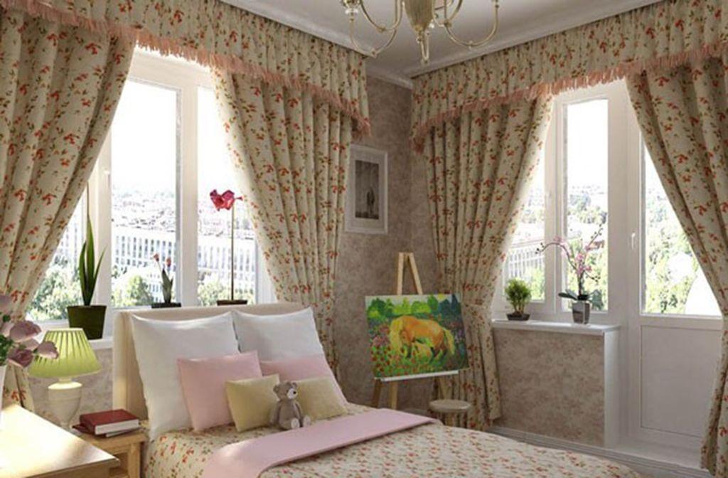 Оформление окна в спальне: классические гардины и проёмы без штор