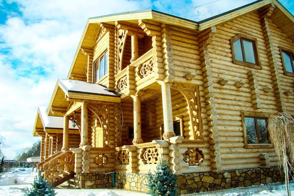Что нужно обязательно учитывать при установке окон и дверей в деревянном доме