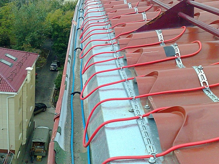 Избавление от наледей на крышах с помощью систем обогрева