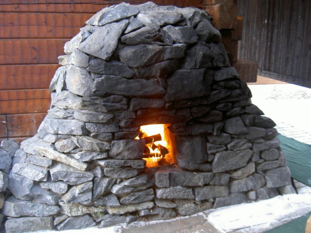Каменка для бани «по-черному»