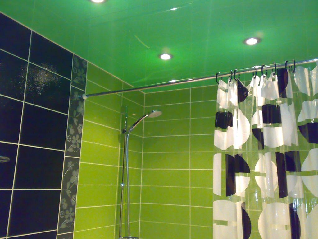 Стоит ли устанавливать натяжные потолки в ванной комнате