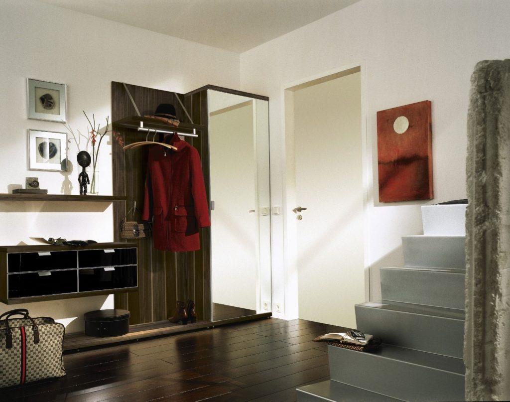 Выбор обоев для прихожей или коридора