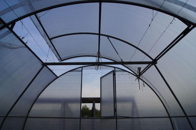 Системы вентилирования воздуха в теплице: разновидности и преимущества