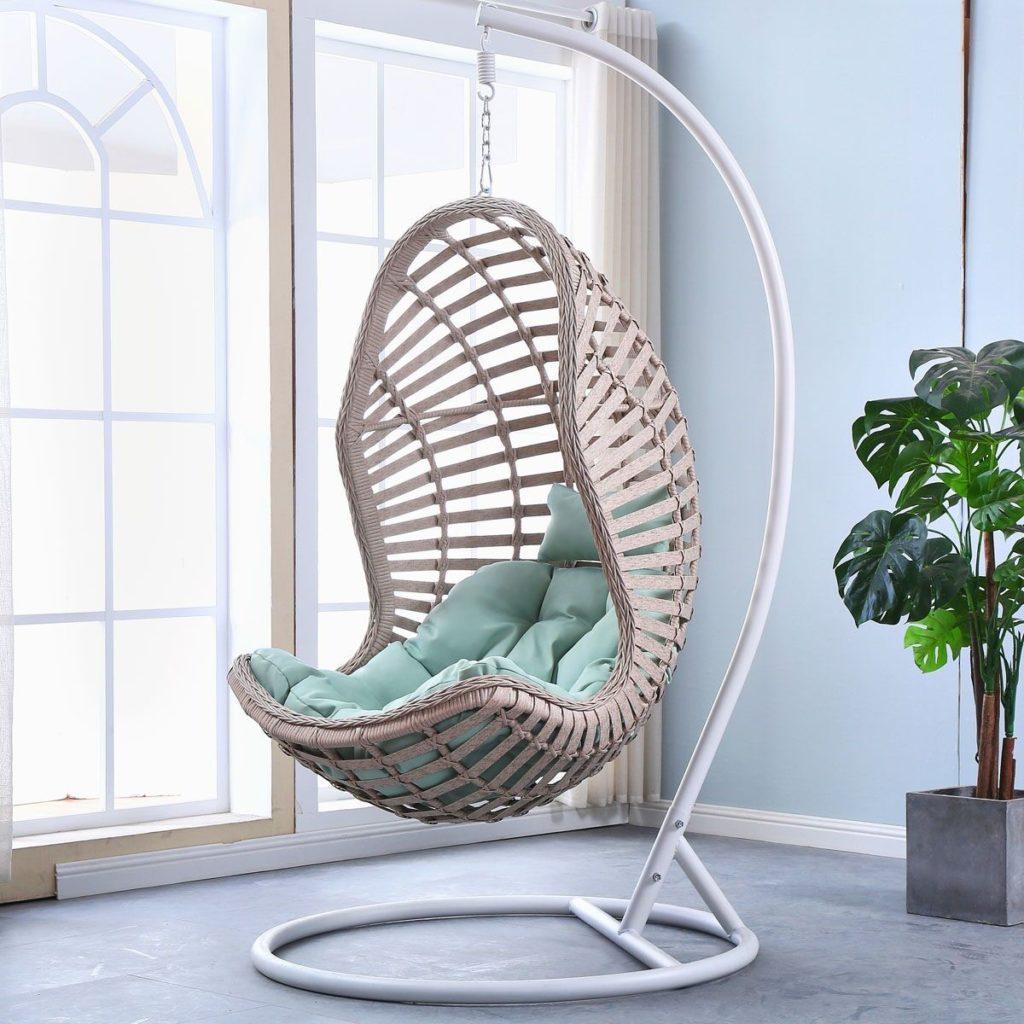 Такие разные кресла: как подобрать под интерьер гостиной