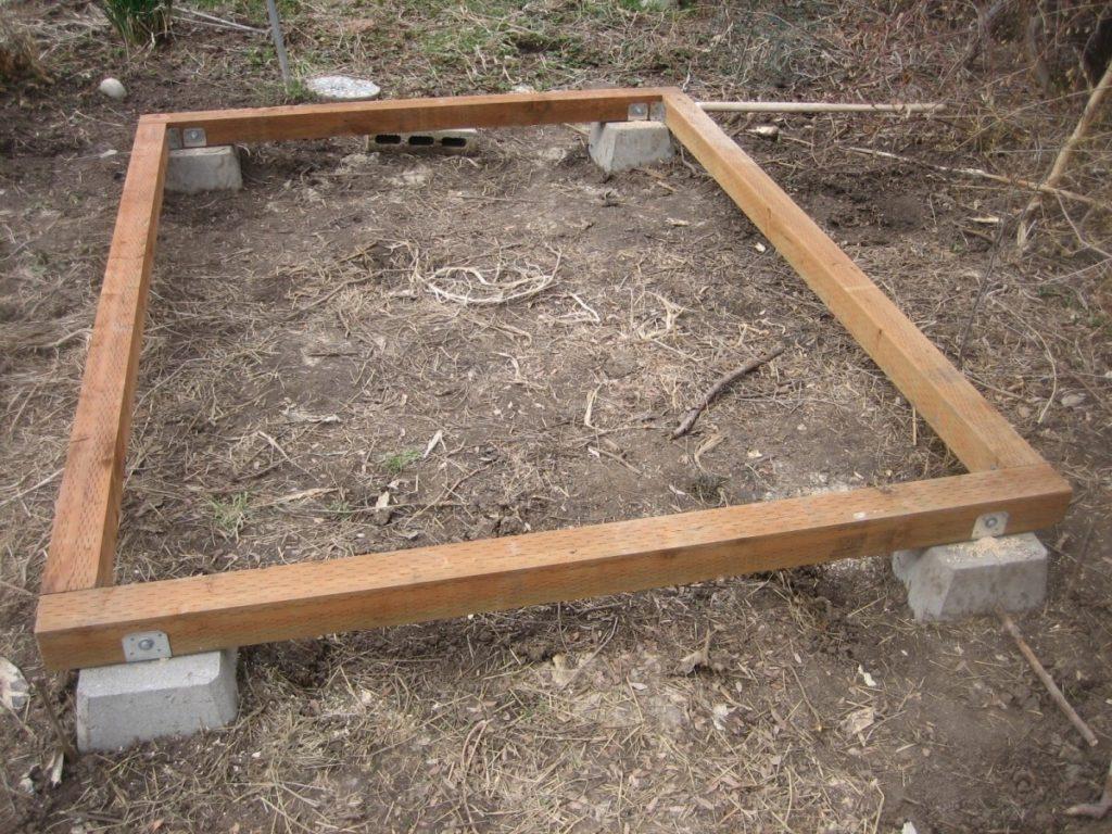 Правила обустройства деревянного фундамента под теплицу