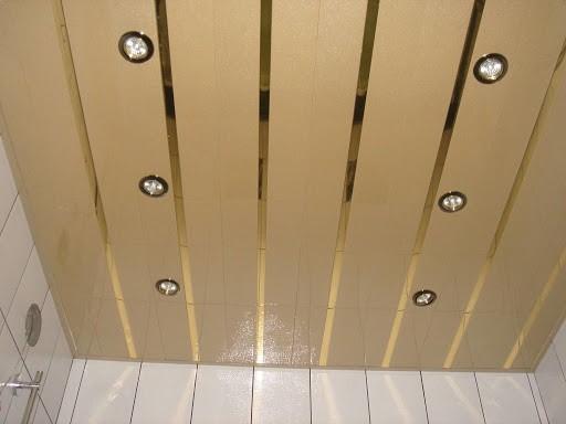 Потолок в ванной: особенности, материалы, варианты