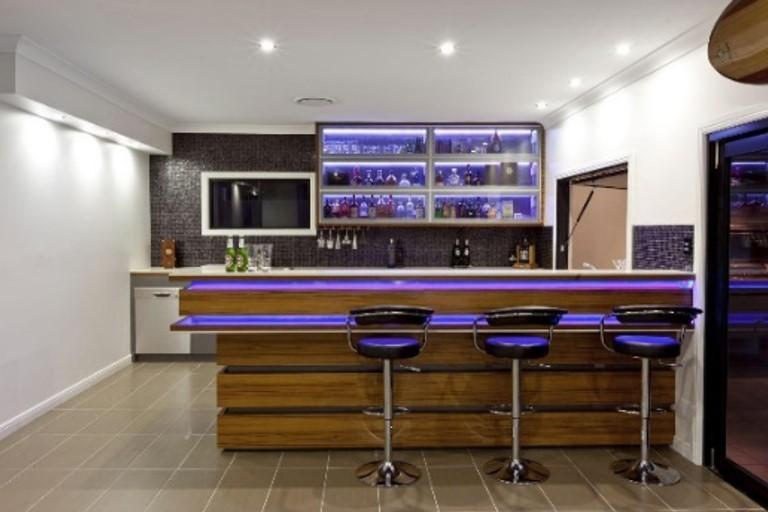 Барная стойка, как стильный прием зонирования помещения
