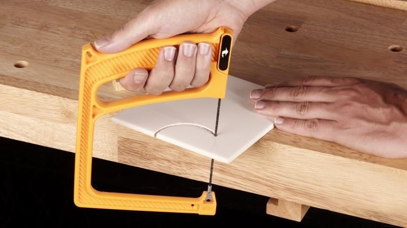 Как разрезать плитку из керамики на дому, не используя плиткорез
