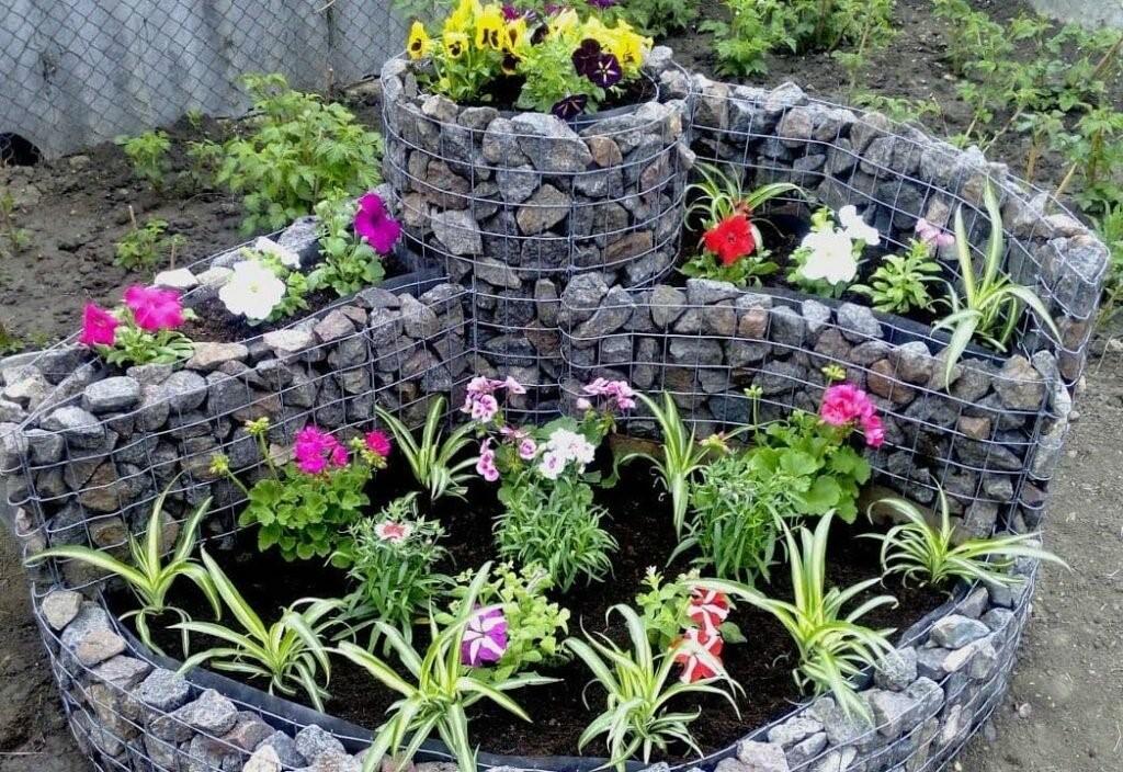 Какие природные камни пригодны для создания садовых композиций