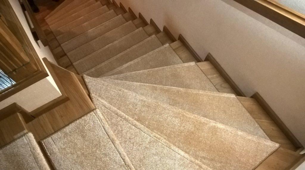 Какие ковролиновые накладки подходят для лестничных ступеней