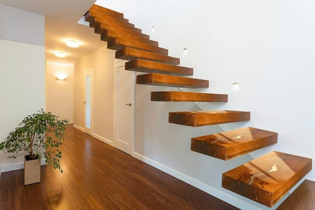 Бетонная лестница не выглядит скучной: преимущества и особенности конструкции