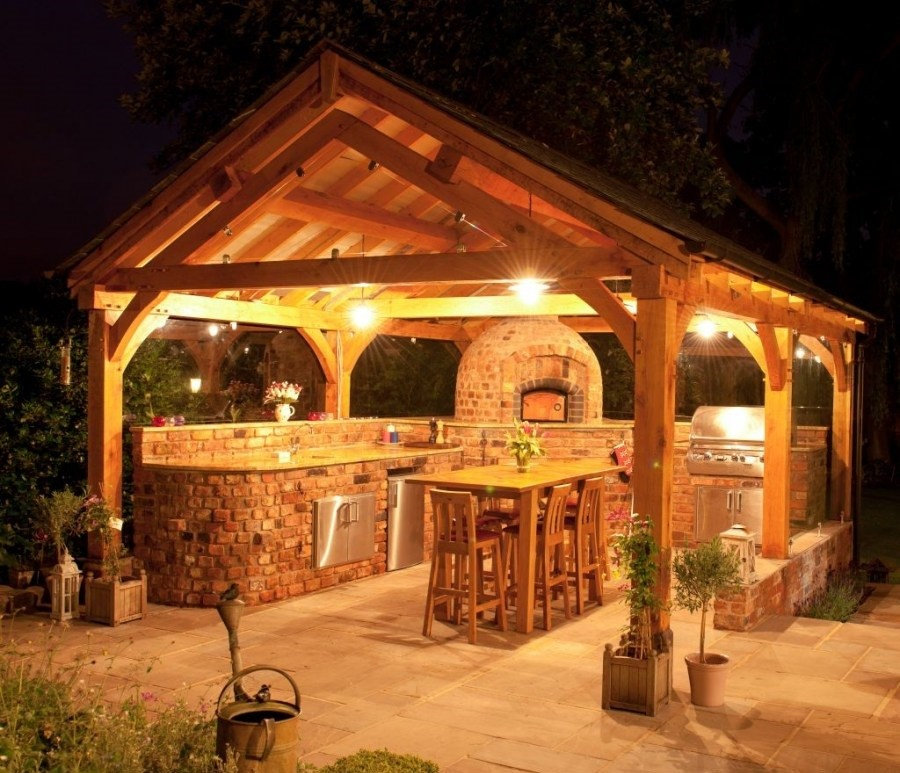 Нужна ли летняя кухня на дачном участке
