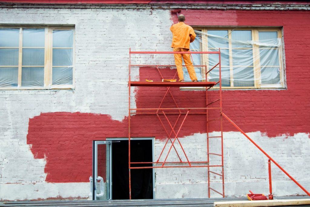 Покраска фасада дома: виды краски, советы и технология работы