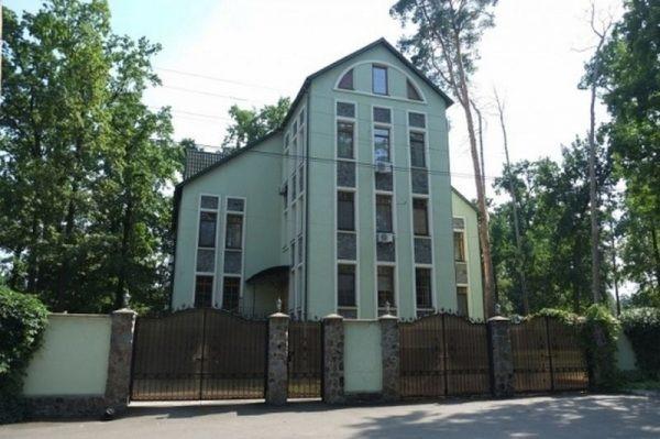 Какая недвижимость принадлежит эпатажному артисту Андрею Данилко