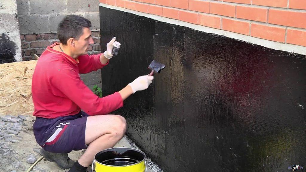 Битумная мастика – как произвести гидроизоляцию фундамента быстро и недорого