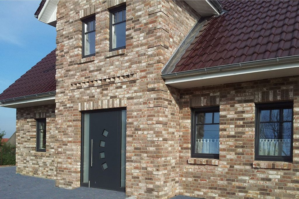 Клинкерный кирпич: характеристики и применение материала в облицовке фасадов