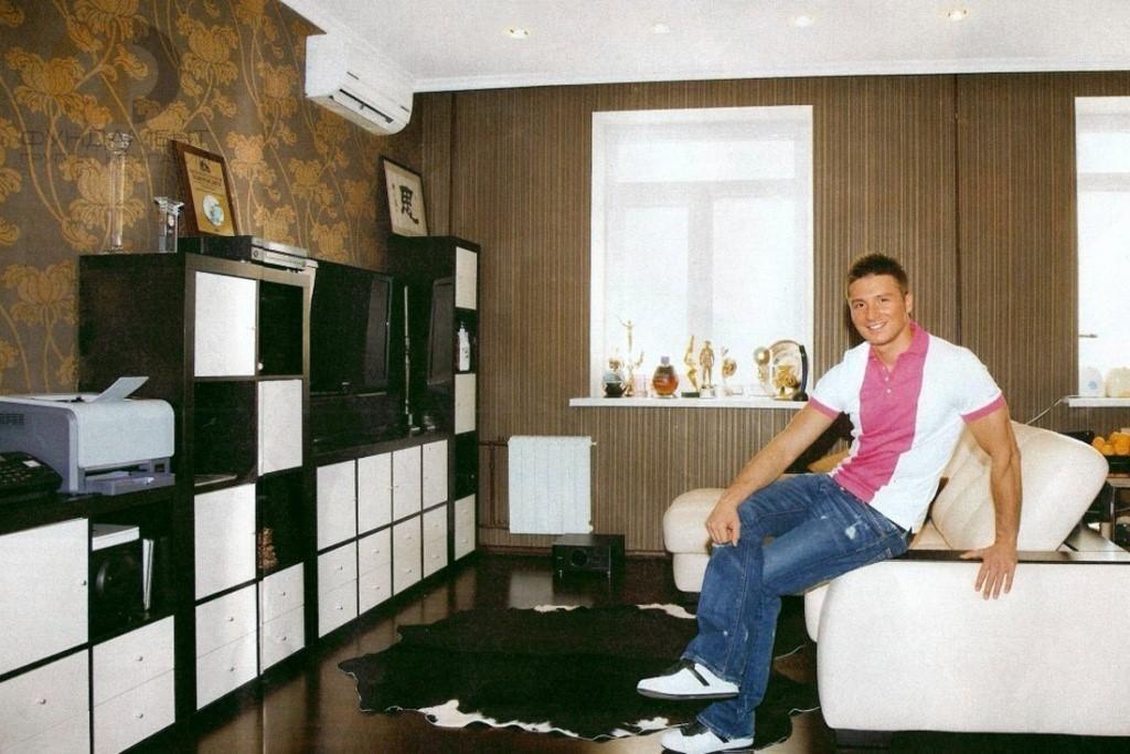 Какой недвижимостью владеет певец Сергей Лазарев