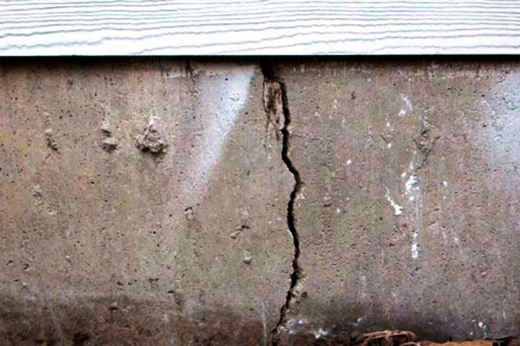 Усиление фундамента: разные способы устранения проблем, связанных с разрушением опорной конструкции частного дома