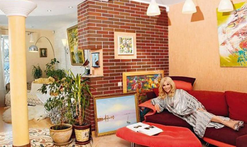 Великолепный трехэтажный особняк певицы Таисии Повалий