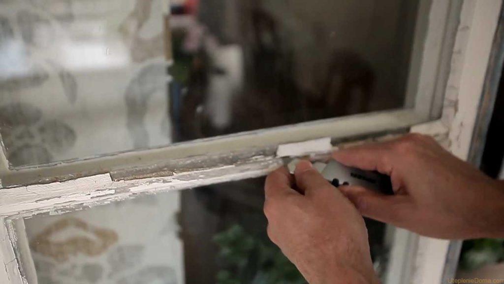 Чем можно заклеить окна, чтобы сделать защиту от сквозняков и солнечных лучей