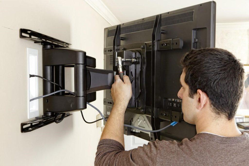 Устройства для настенного крепления телевизоров: виды специальных кронштейнов и порядок их монтажа
